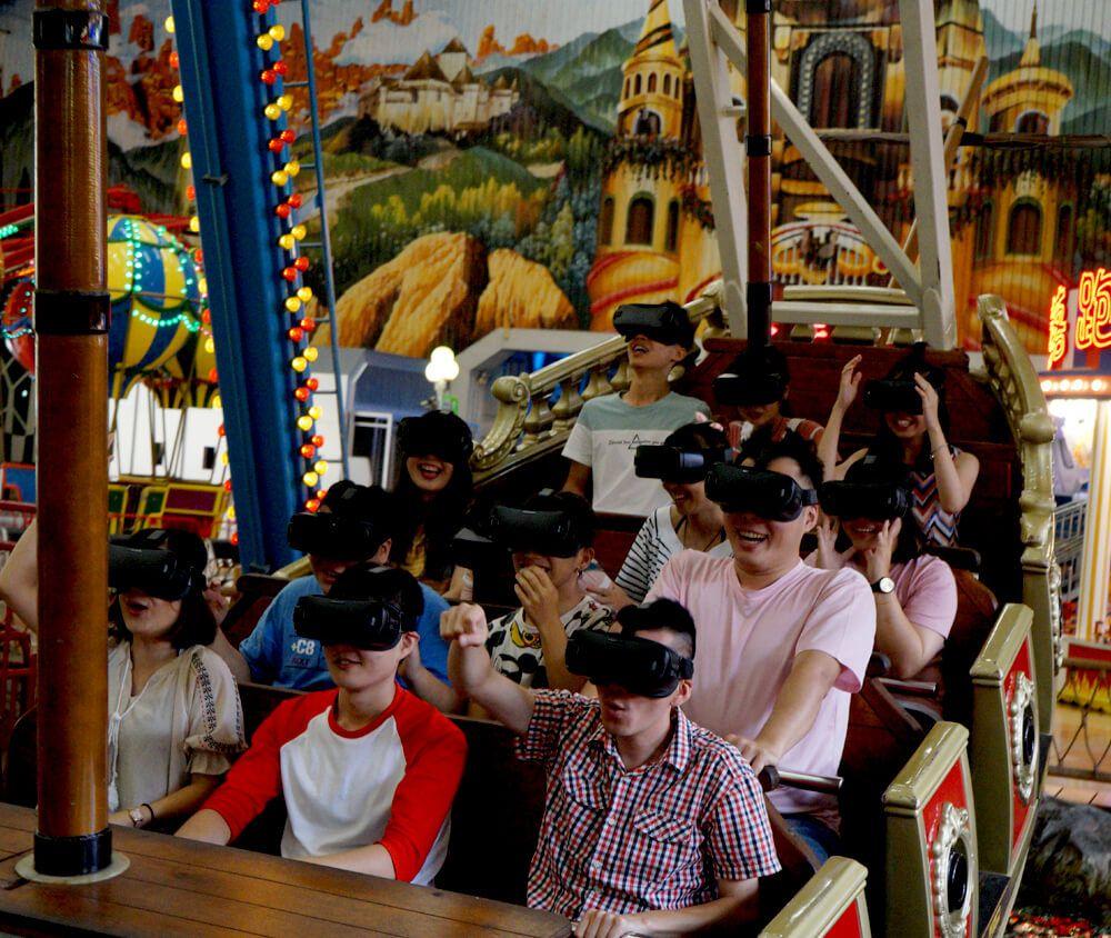 九族文化村包含日月潭纜車簡介-海盜船/VR風暴幽靈船 室內海盜船我最搖擺,越盪越high,遊客可以另外租用VR眼罩,體驗逼真的海上風暴和驚悚的幽靈攻擊